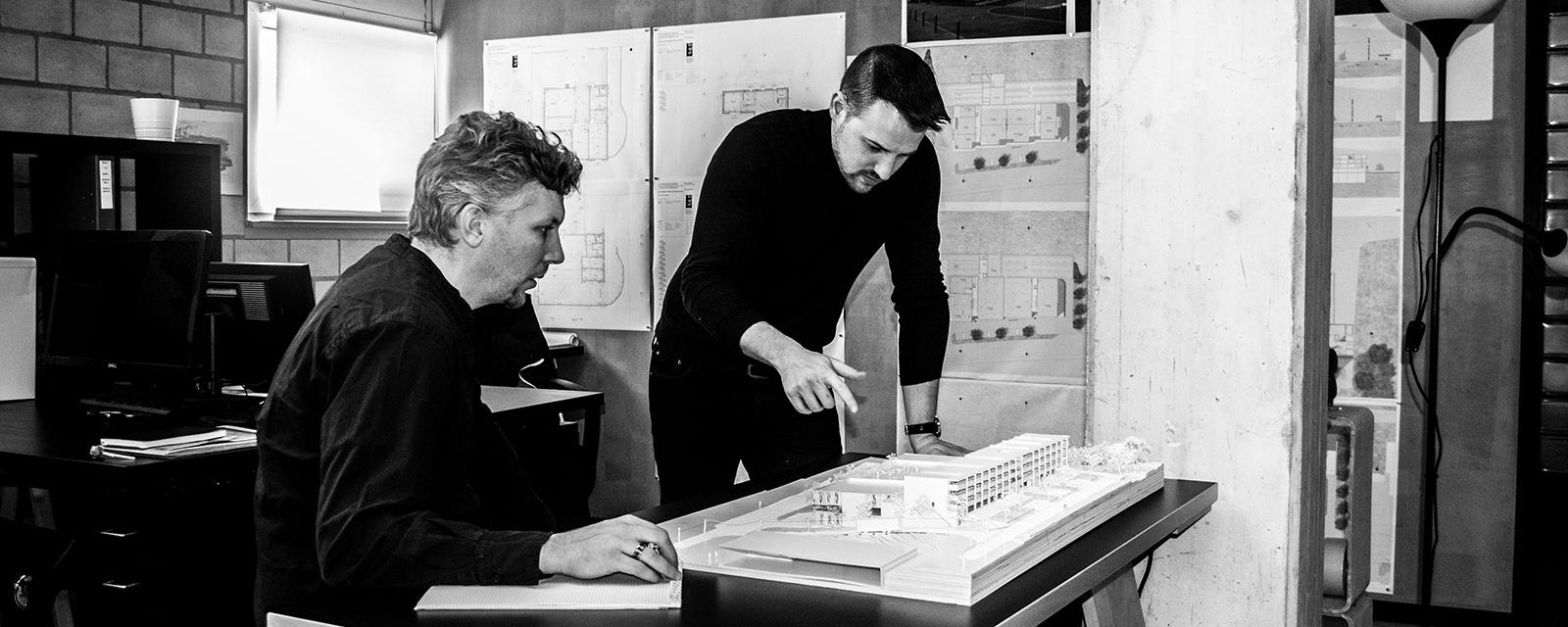 Cabinet d'architecture –Discussion autour d'une maquette