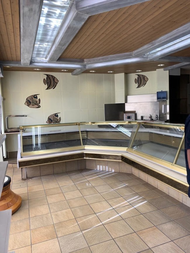 « Le » Bistro – Changement d'affectation d'un local traiteur en restaurant sur la place du marché, La Chaux-de-Fonds –Photo prise avant les travaux