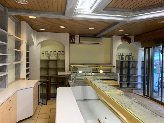 « Le » Bistro – Changement d'affectation d'un local traiteur en restaurant sur la place du marché, La Chaux-de-Fonds – Photo prise avant les travaux