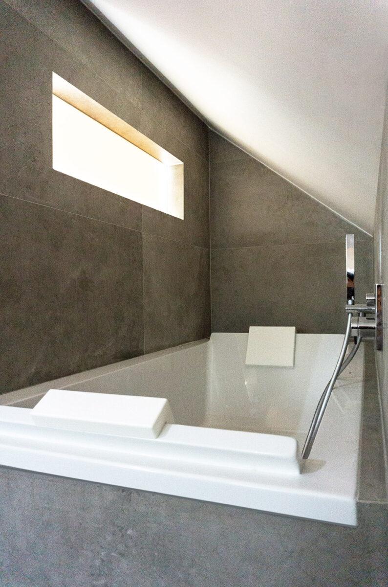 Redistribution – Modification d'une villa mitoyenne réalisée dans une ancienne grange – Salle de bain