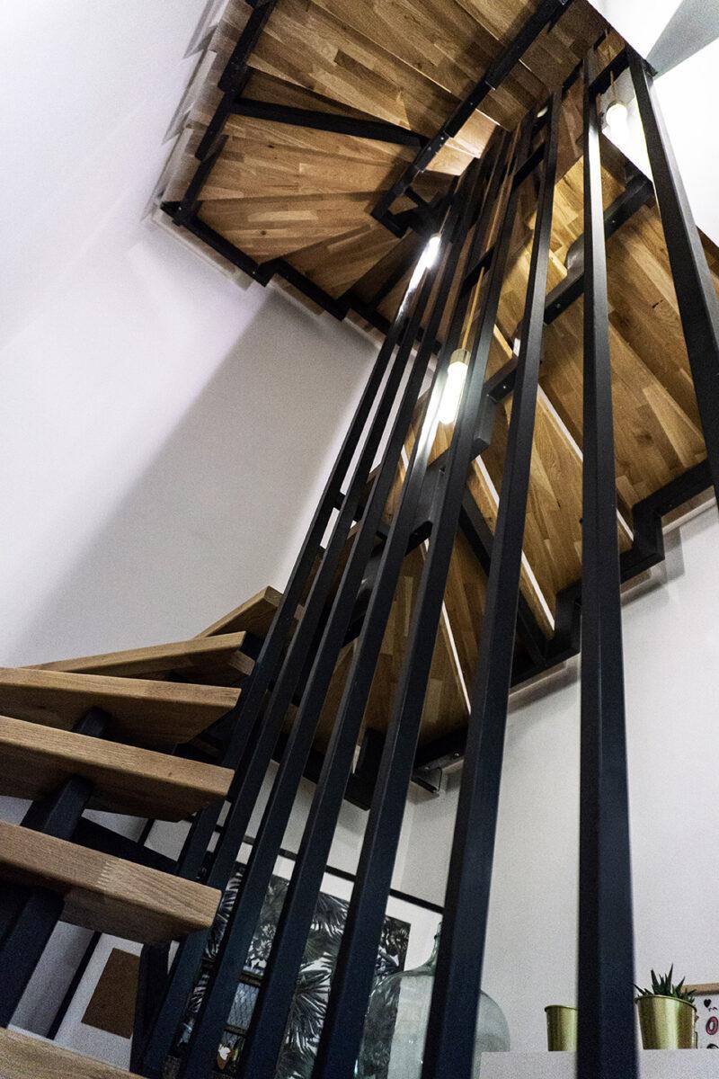 Redistribution – Modification d'une villa mitoyenne réalisée dans une ancienne grange – Escaliers
